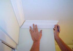Особенности окрашивания потолка и потолочного плинтуса